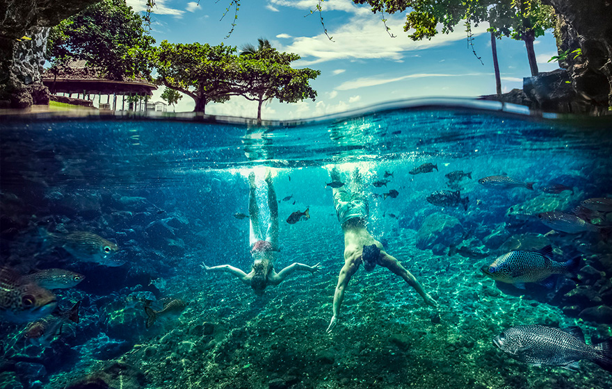 couple diving underwater piula